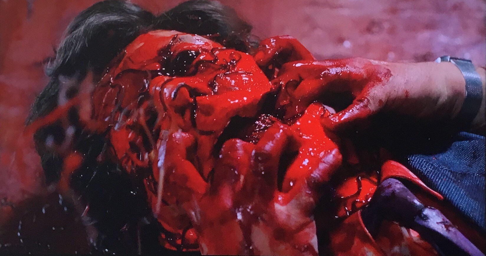 Extremely gory deaths in Slugs (1988)