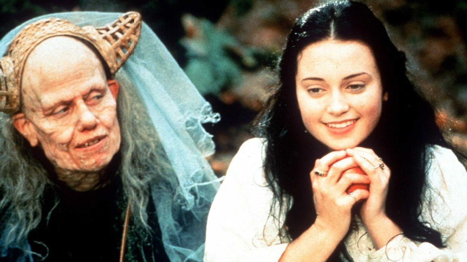 (l to r) Sigourney Wever disguised as the old crone gives Snow White (Monica Keena) the poisoned apple in Snow White: A Tale of Terror (1997)