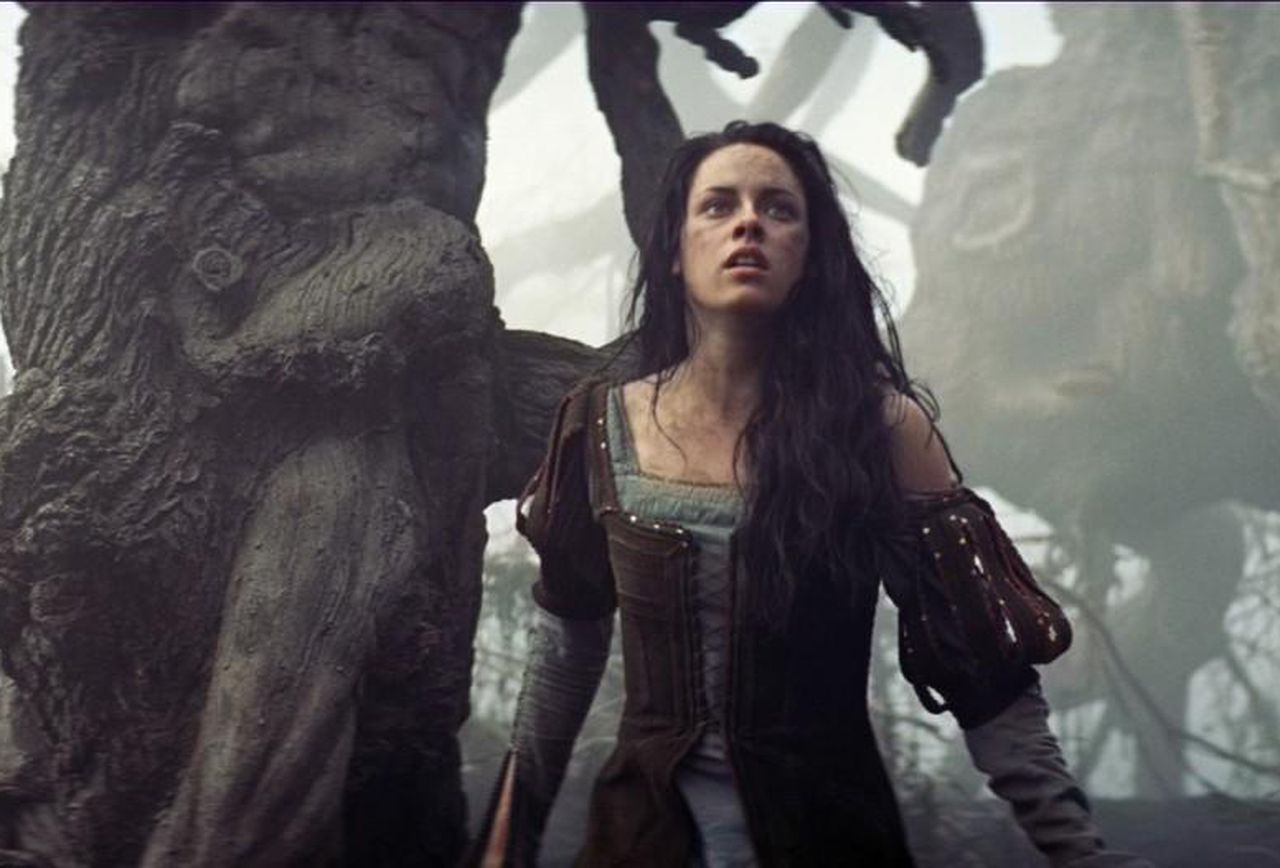 Kristen Stewart as Snow White in Snow White and the Huntsman (2012)