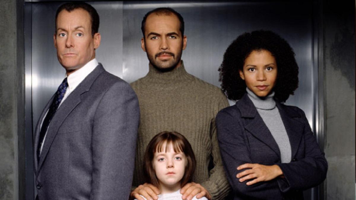 Cast line-up - (l to r) John C. McGinley, Billy Zane and daughter Jodelle Ferland, and Gloria Reuben in Sole Survivor (2000)