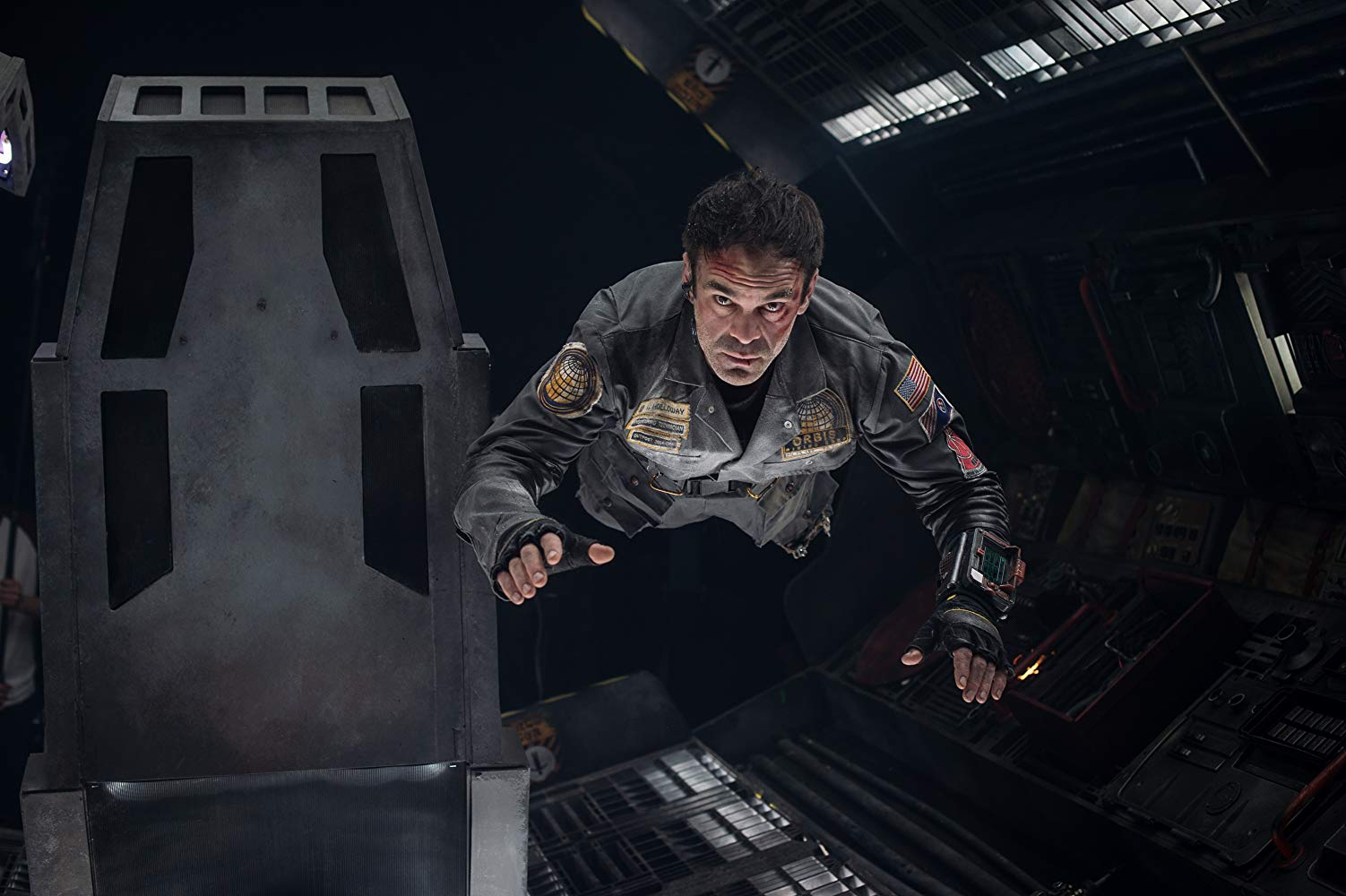 Astronaut Steven Ogg trapped in an escape pod on a collision course with he sun in Solis (2018)