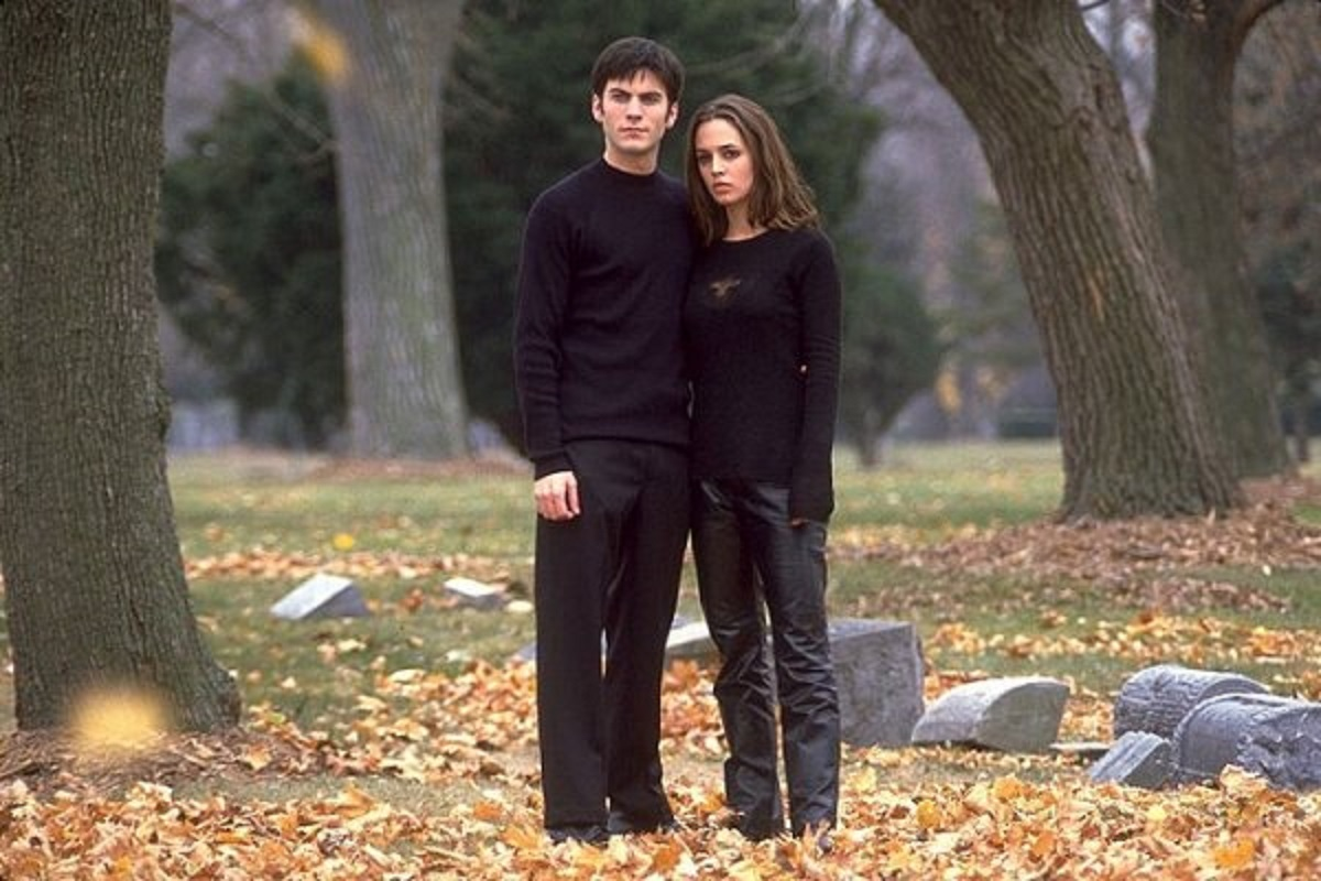 Wes Bentley and Eliza Dushku face haunted happenings in Soul Survivors (2001)