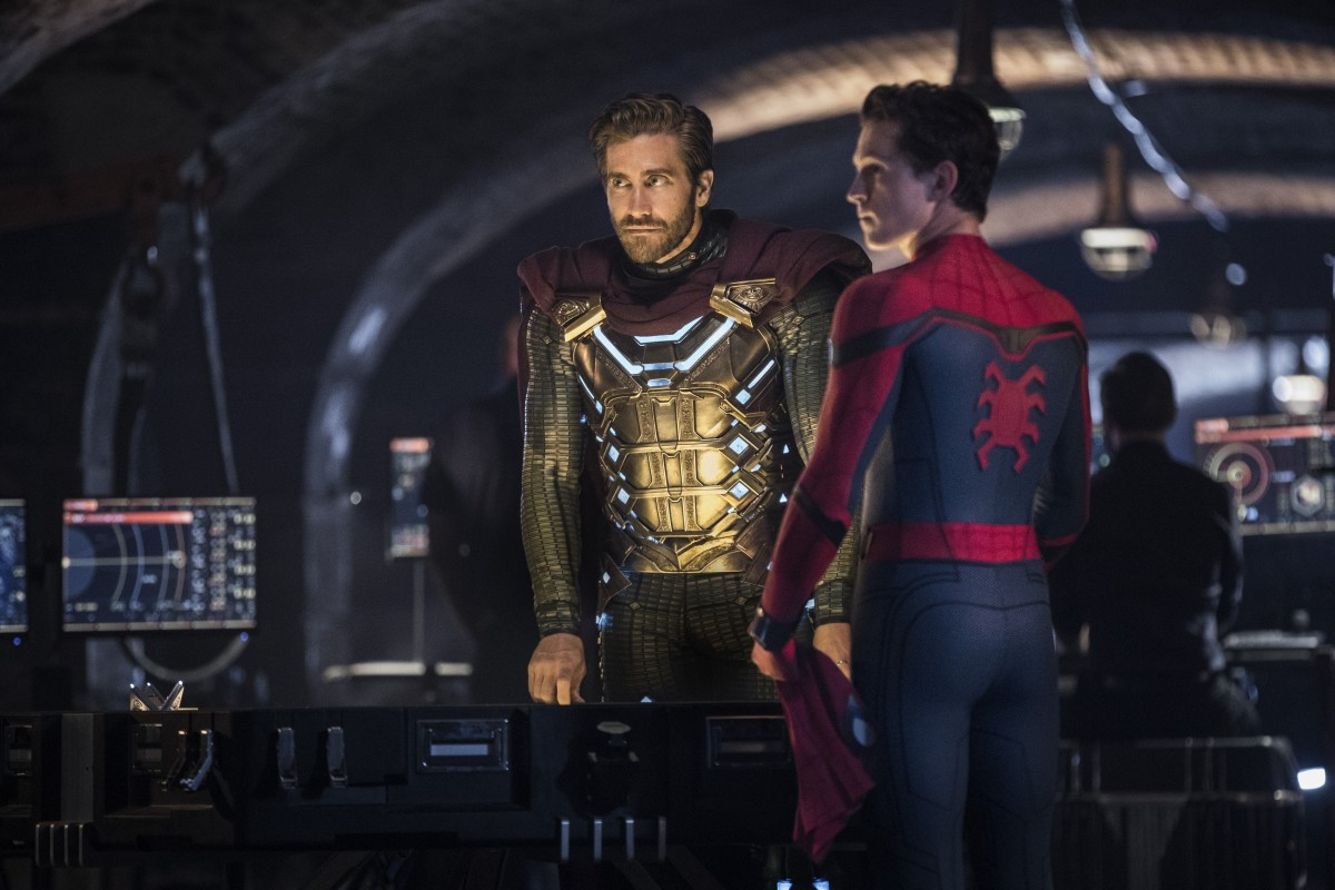 Spider-Man (Tom Holland) meets Quentin Beck/Mysterio (Jake Gyllenhaal) in Spider-Man: Far from Home (2019)