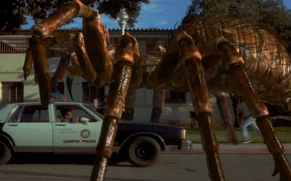 Giant spider vs cop car in Spiders (2000)