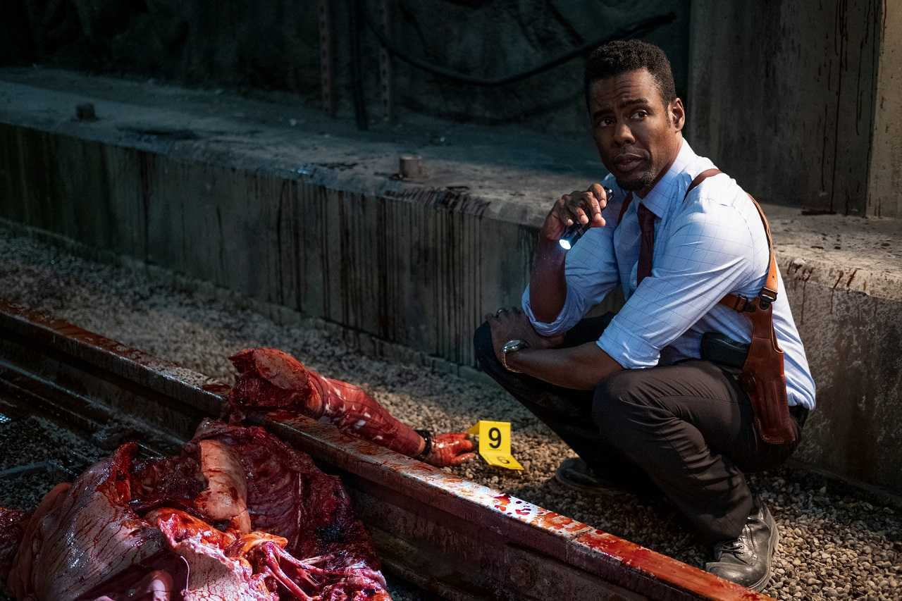 Chris Rock investigates a murder scene in Spiral: From the Book of Saw (2021)