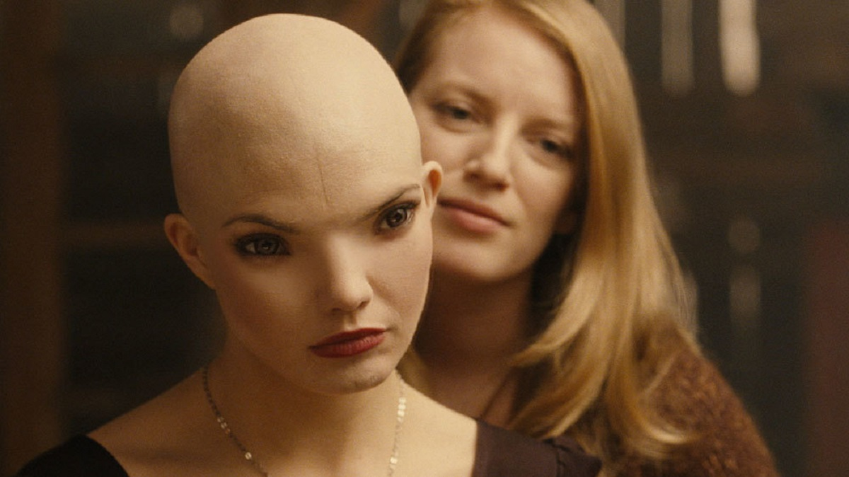 (l to r) Drem (Delphine Chaneac) and Sarah Polley in Splice (2010)