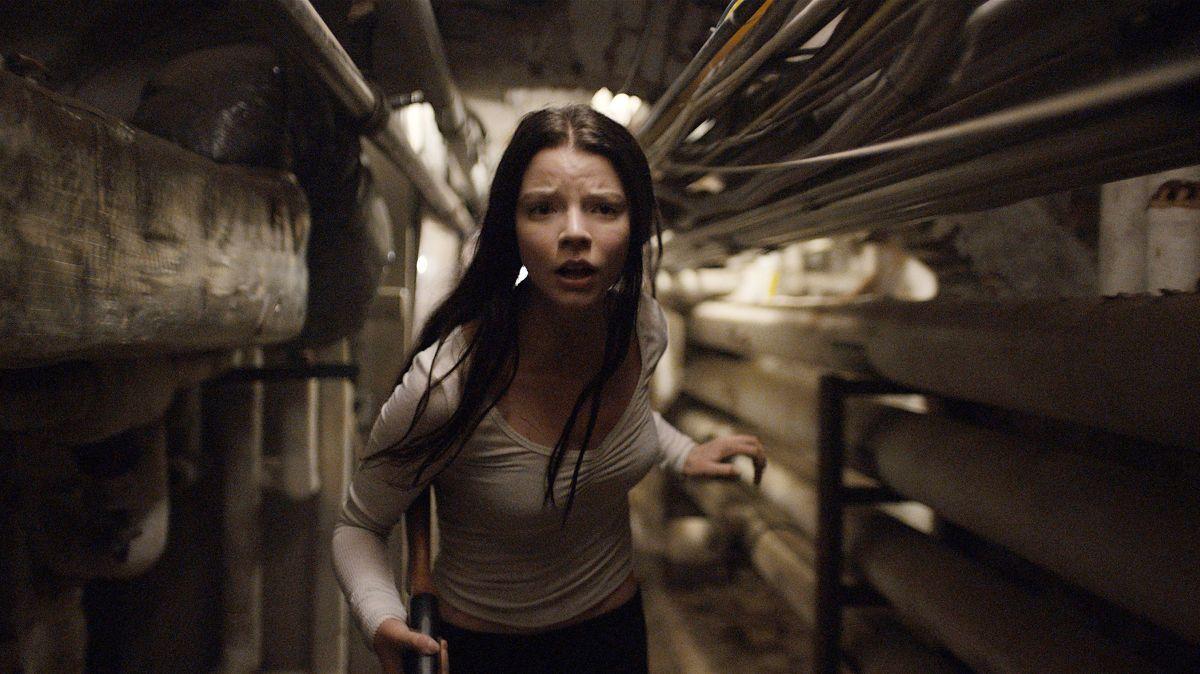 Anya Taylor-Joy tries to escape in Split (2017)