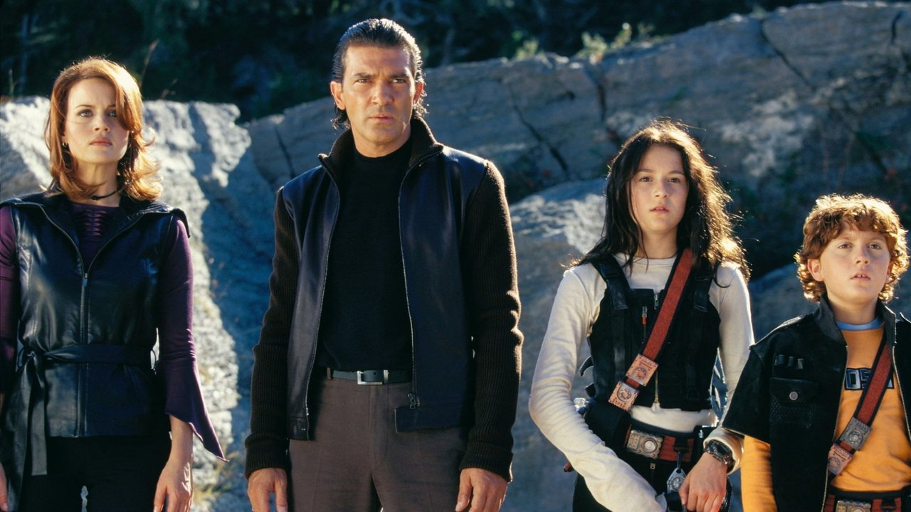 The Cortez family - (l to r) Carla Gugino, Antonio Banderas, Alexa Vega, Daryl Sabara in Spy Kids 2: Island of Lost Dreams (2002)