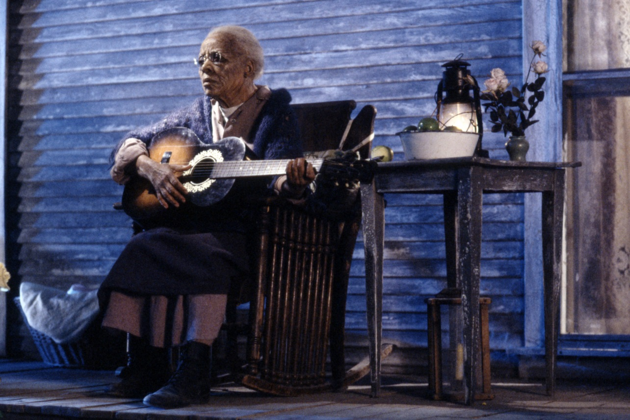The 106 year old Mother Abigail Freemont (Ruby Dee) in The Stand (1994)