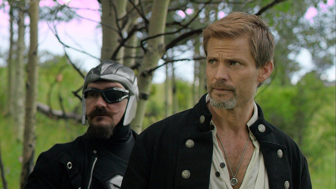 (l to r) Cavalier commander Will Beckingham and Casper Van Dien as Captain Saber Raine in Star Raiders: The Adventures of Saber Raine (2017)