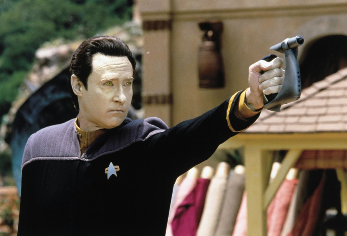 Data (Brent Spiner) amok n the planet Ba'ku in Star Trek: Insurrection (1998)
