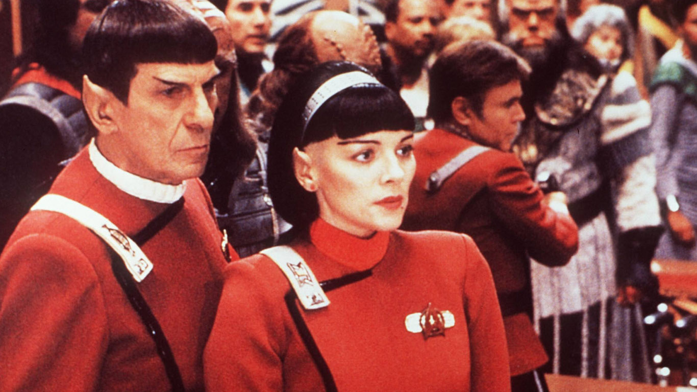 Spock (Leonard Nimoy) and Valeris (Kim Cattrall) in Star Trek VI: The Undiscovered Country (1991)