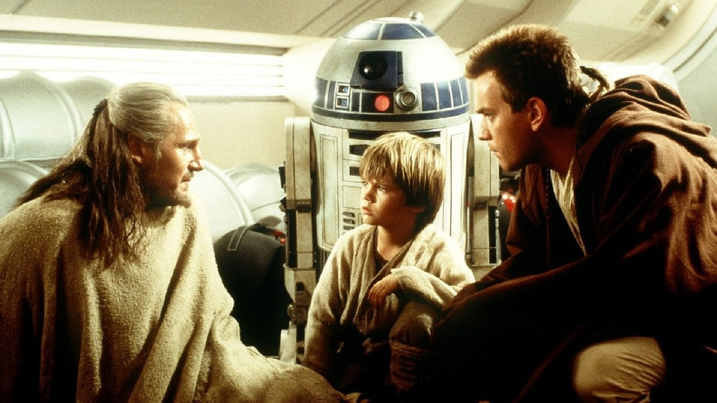 Qui-Gonn Jinn (Liam Neeson), Anakin Skywalker (Jake Lloyd) and Obi-wan Kenobi (Ewan McGregor) in Star Wars Episode I The Phantom Menace (1999)