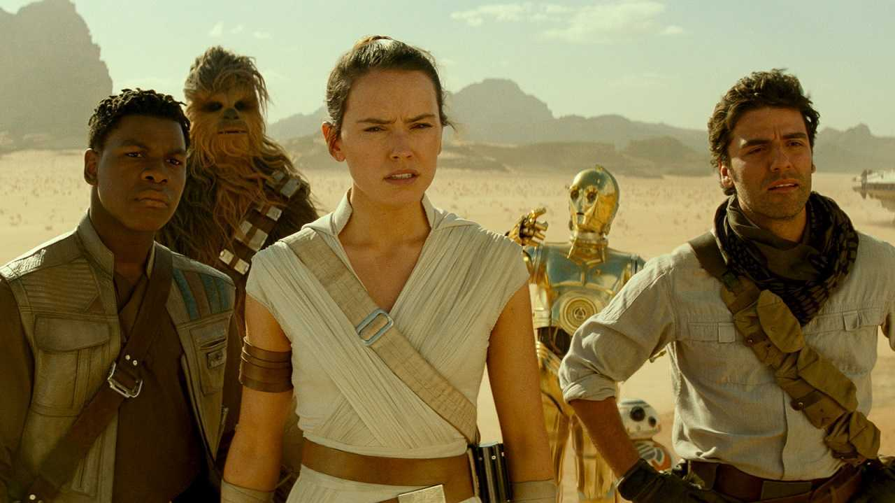 Finn (John Boyega), Chewbacca (Joonas Suotamo), Rey (Daisy Ridley), C3P0 (Anthony Daniels) and Poe Dameron (Oscar Isaac) in Star Wars Episode IX: The Rise of Skywalker (2019)
