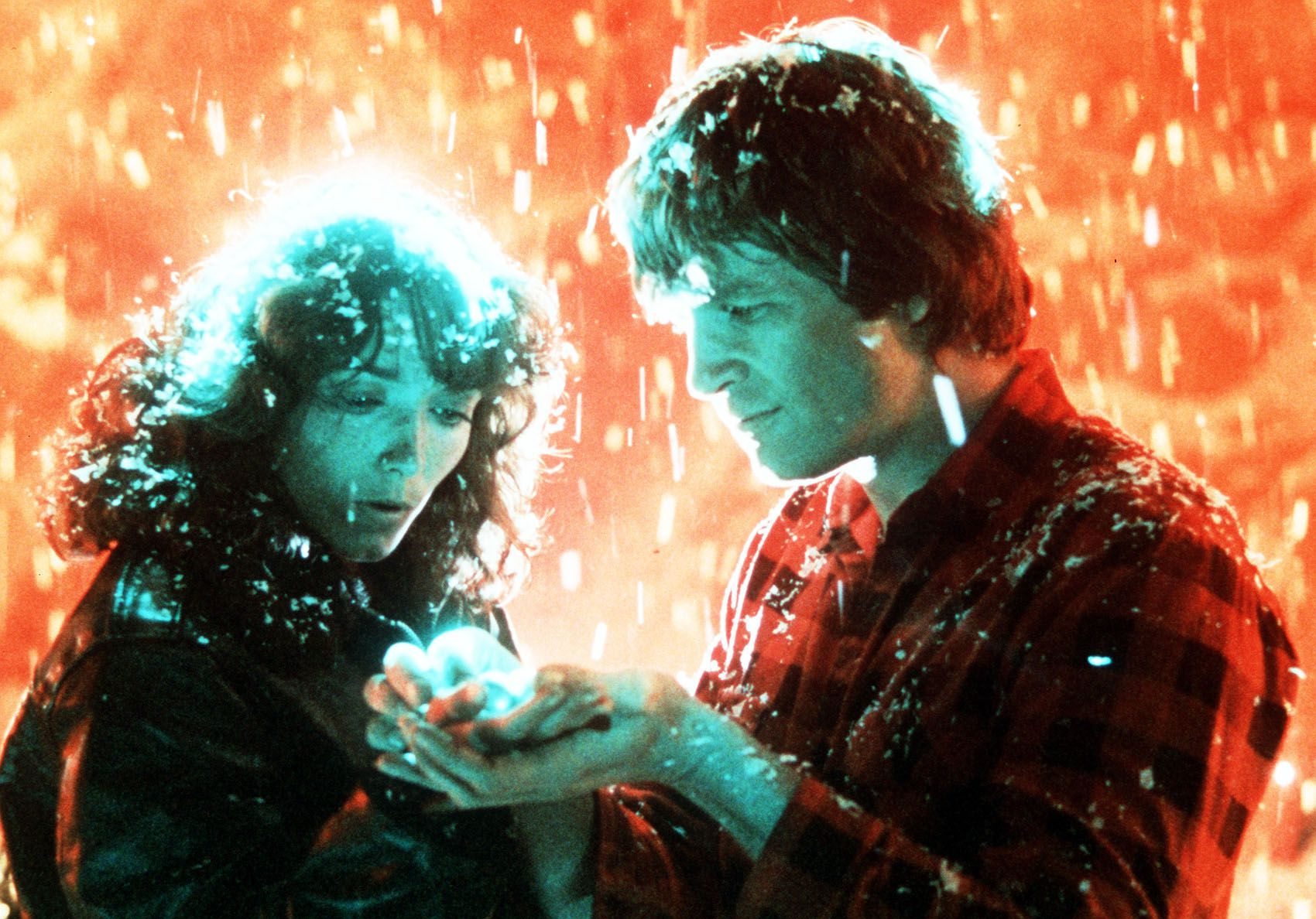 Jenny Hayden (Karen Allen) and Starman (Jeff Bridges) as he activates one of his balls in Starman (1984)