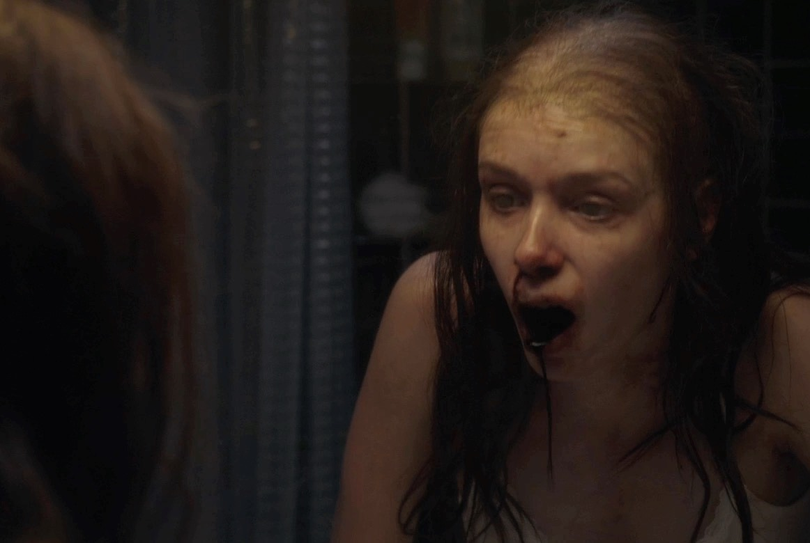 Alex Essoe becomes infected in Starry Eyes (2014)