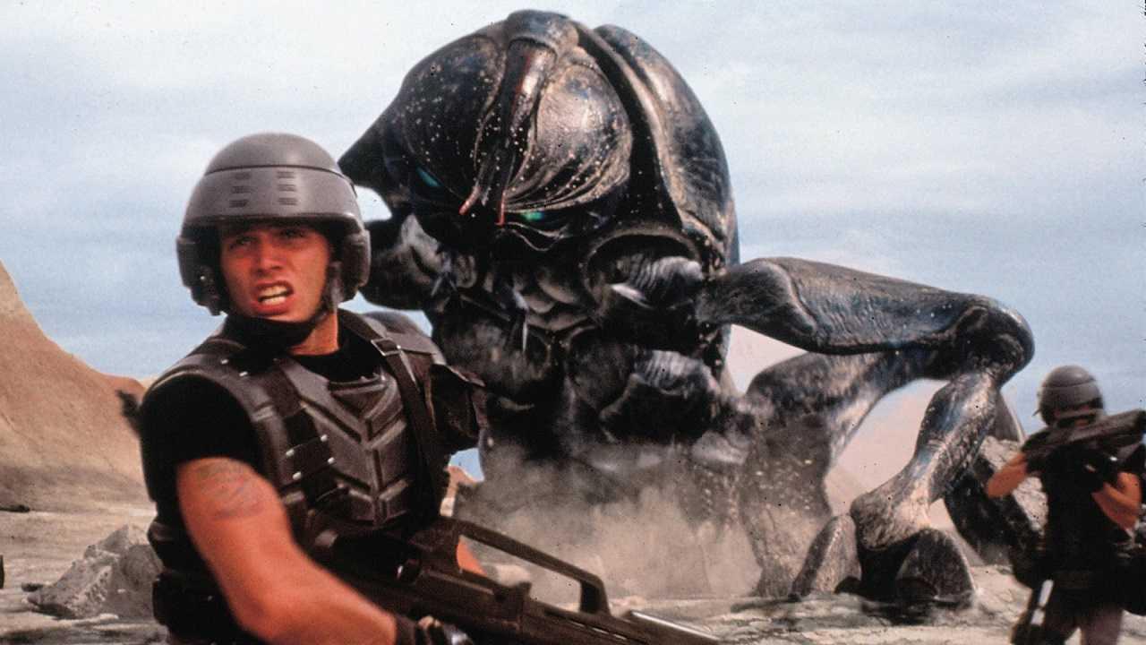 Johnny Rico (Casper Van Dien) flees from one of the alien bugs in Starship Troopers (1997)