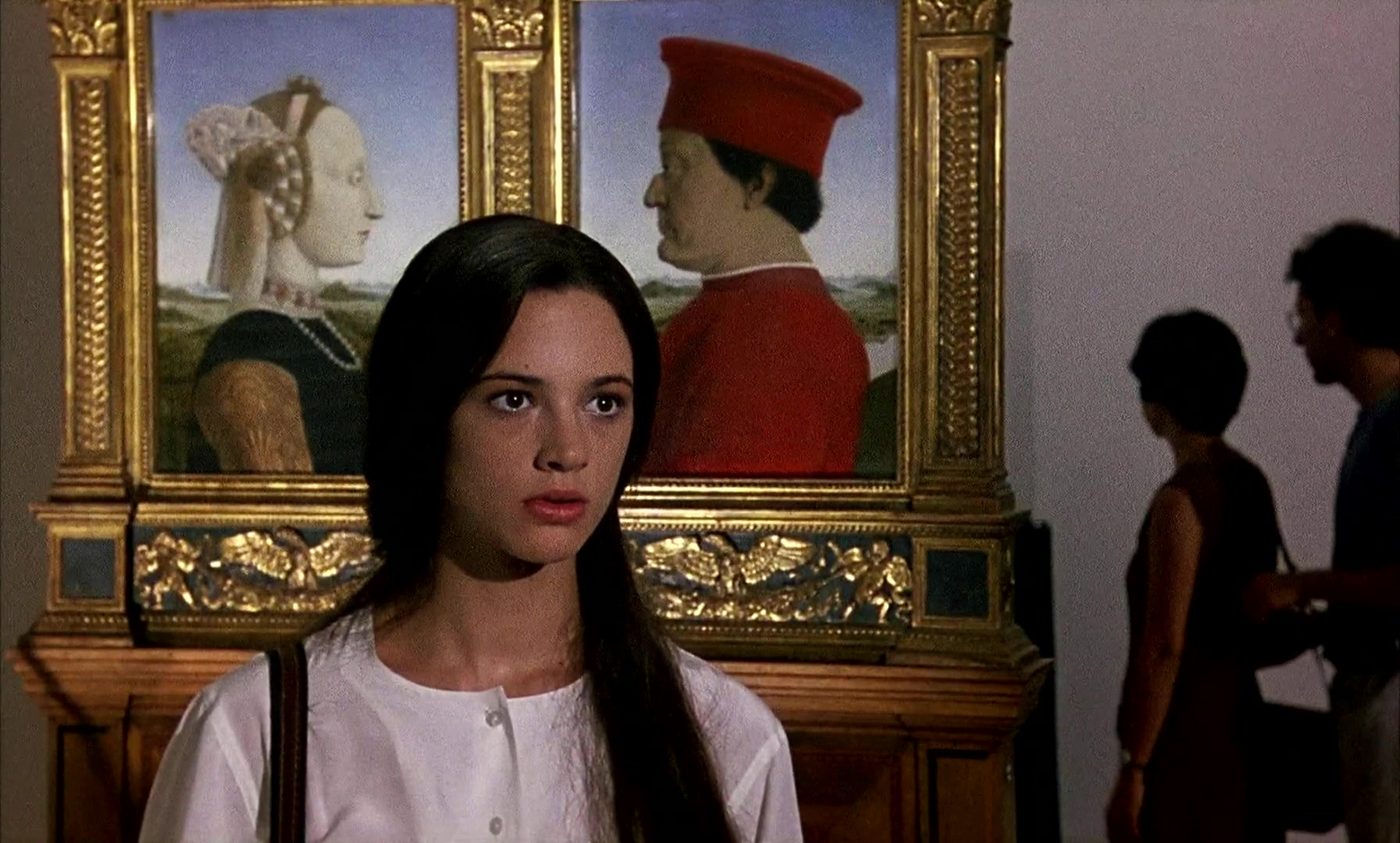 Detective Asia Argento visiting an art gallery in Florence in The Stendhal Syndrome (1996)