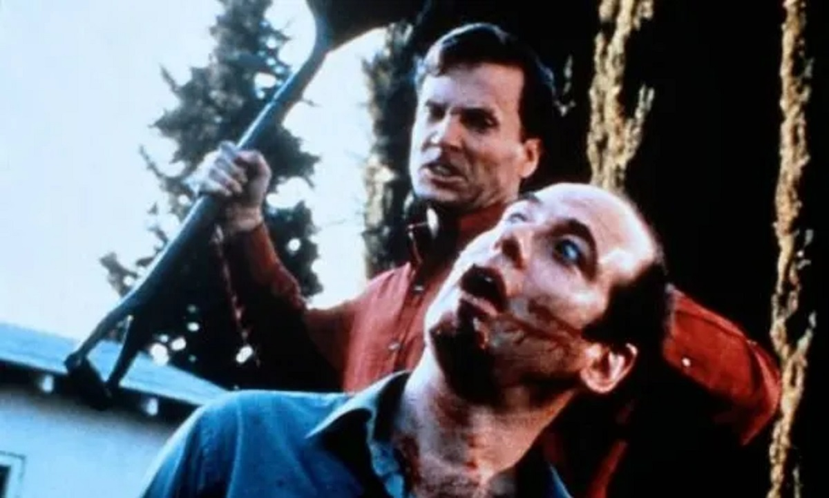 Robert Wightman attacks Stephen Mendel in Stepfather III (1992)