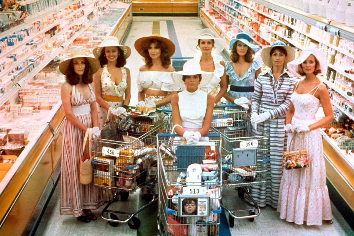 Toni Reid, Carole Mallory, Tina Louise, Katherine Ross, Paula Prentiss, Barbara Rucker, Nanette Newman, Judith Baldwin as The Stepford Wives (1975)