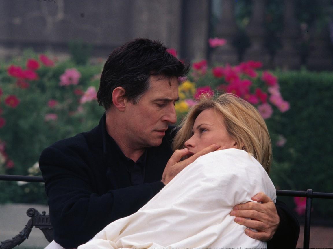 Priest Gabriel Byrne tends to Patricia Arquette in Stigmata (1999)