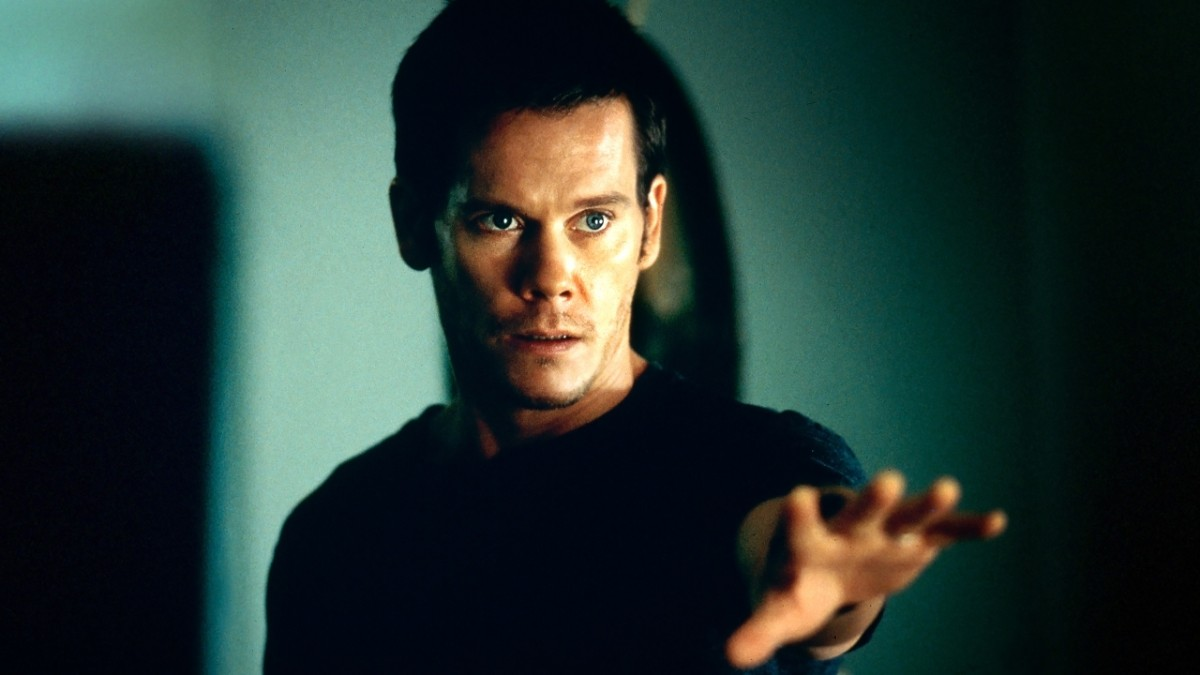 Kevin Bacon gains mediumistic abilities in Stir of Echoes (1999)