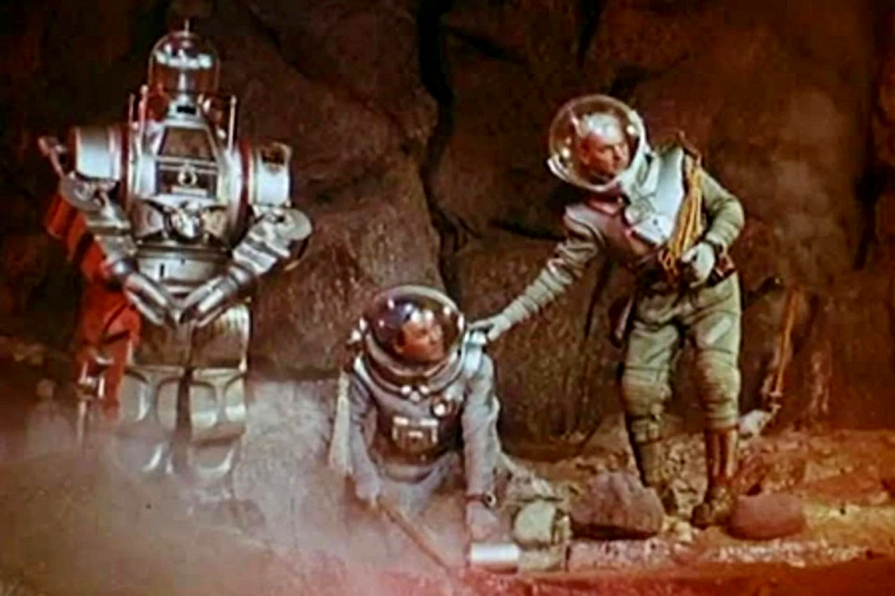 Cosmonauts and robot in Storm Planet (1962)