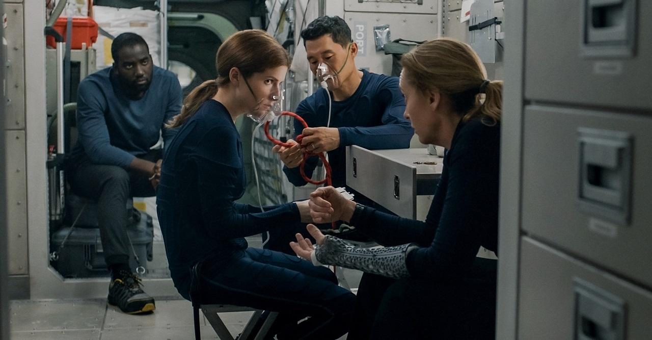 Shamier Anderson, Anna kendrick, Daniel Dae Kim and Toni Collette in Stowaway (2021)