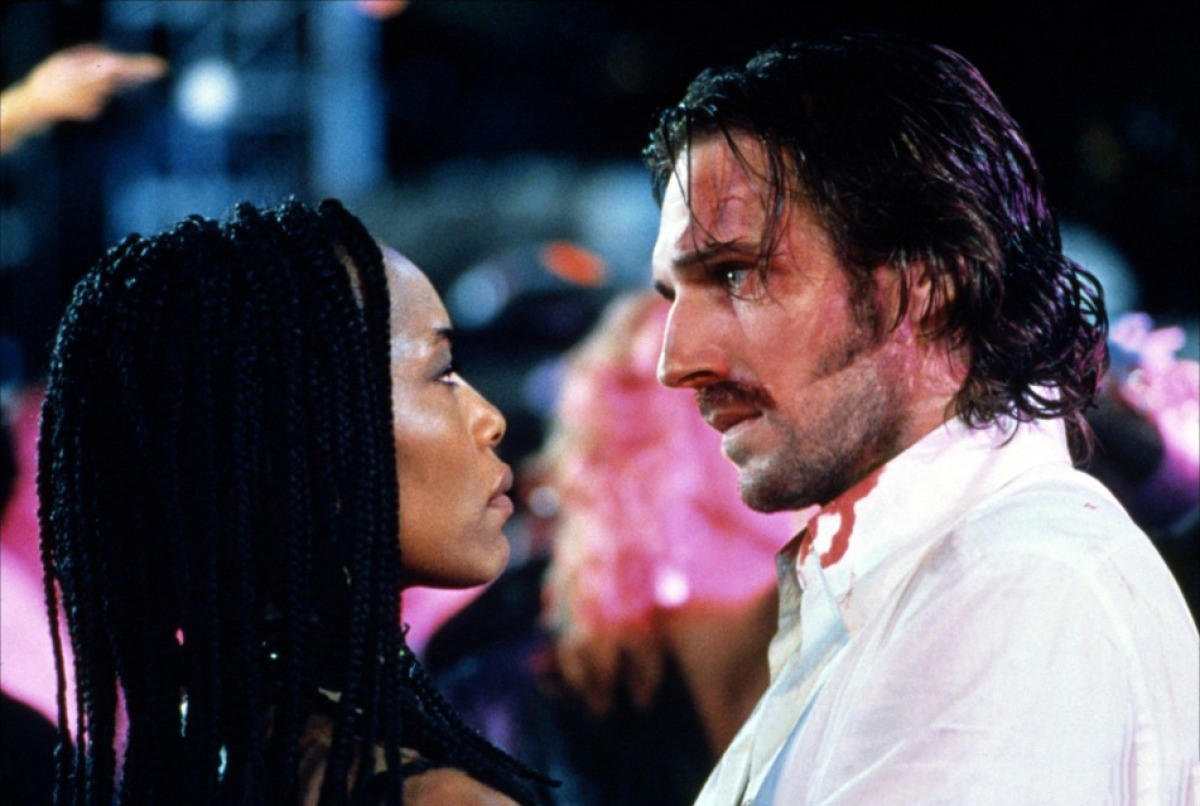 Lornette 'Mace' Mason (Angela Bassett) and Lenny Nero (Ralph Fiennes) in Strange Days (1995)