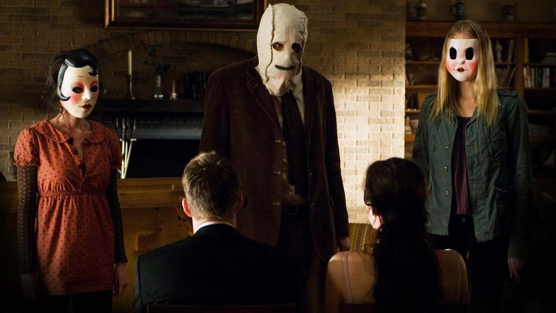 Scott Speedman and Liv Tyler with their home invaded by The Strangers