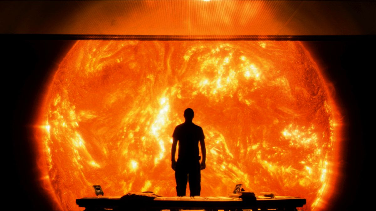 Cliff Curtis views the sun from the observation room in Sunshine (2007)