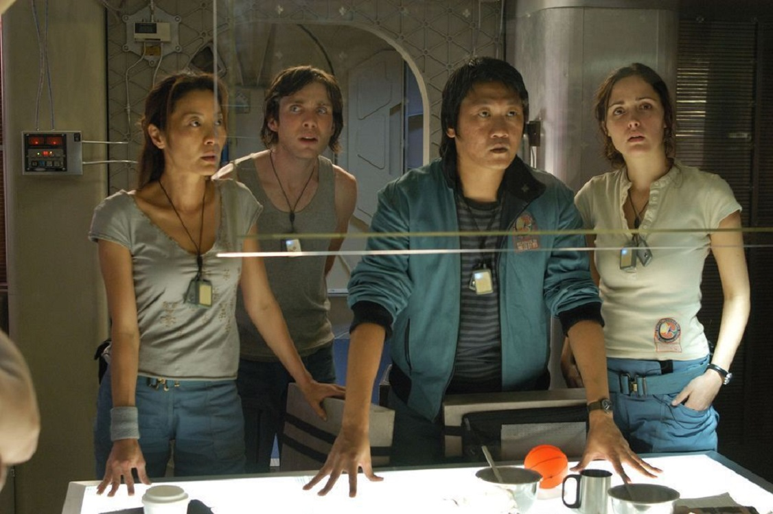 The crew of the Icarus 2 - (l to r) Michelle Yeoh, Cillian Murphy, Benedict Wong and Rose Byrne in Sunshine (2007)