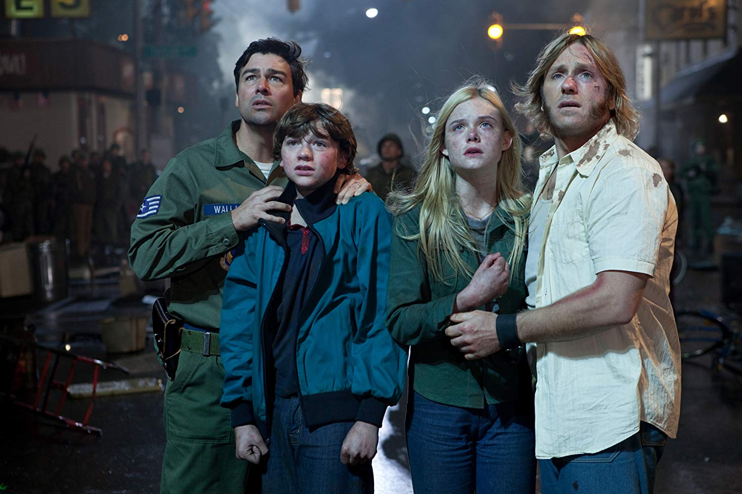 Kyle Chandler, Joel Courtney, Elle Fanning, Ron Eldard in Super 8 (2011)