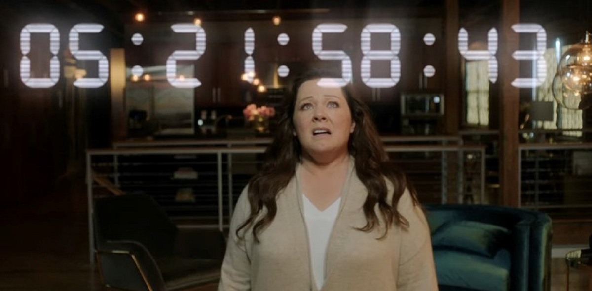 Melissa McCarthy encounters an Artificial Intelligence in Superintelligence (2020)