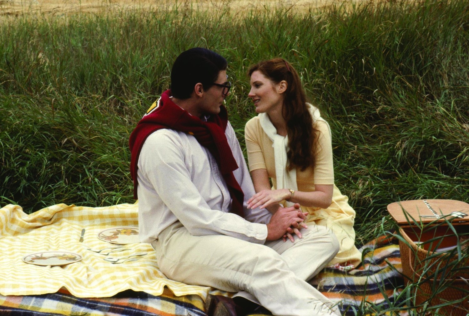 Clark Kent (Christopher Reeve) reconnects with Lana Lang (Annette O'Toole) on a return to Smallville in Superman III (1983)