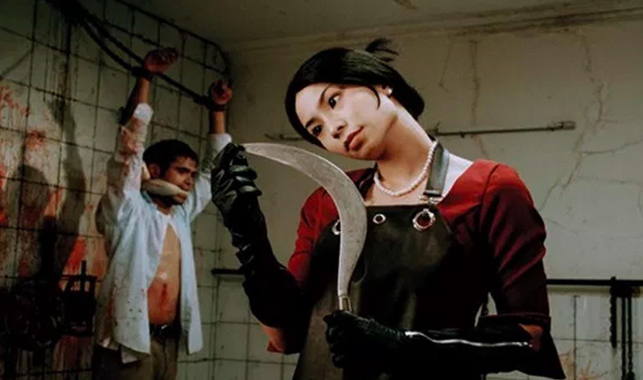 Dara (Shareefa Daanish) prepares to torture Mike Muliadro in Takut: Faces of Fear (2008)