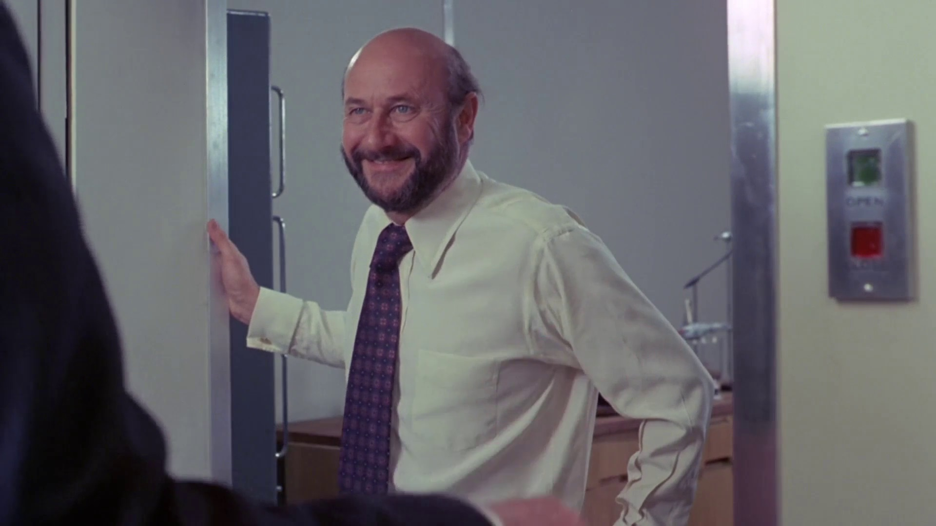 Donald Pleasence as the psychiatrist Dr Tremayne introduces the stories of his patients in Tales That Witness Madness (1973)