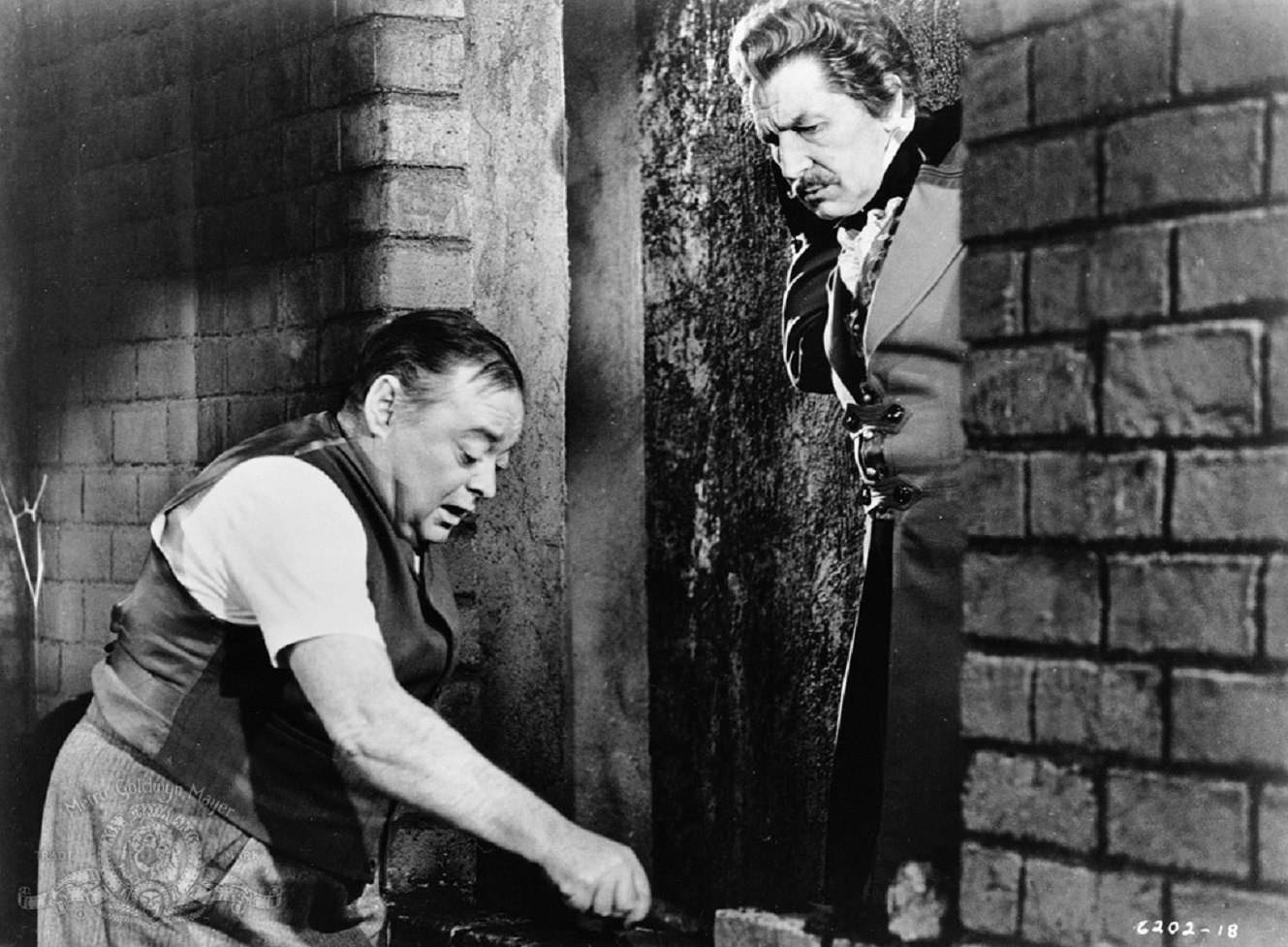 Montresor Herringbone (Peter Lorre) bricks up his wife's lover Fortunato (Vincent Price) in The Black Cat episode of Tales of Terror (1962)