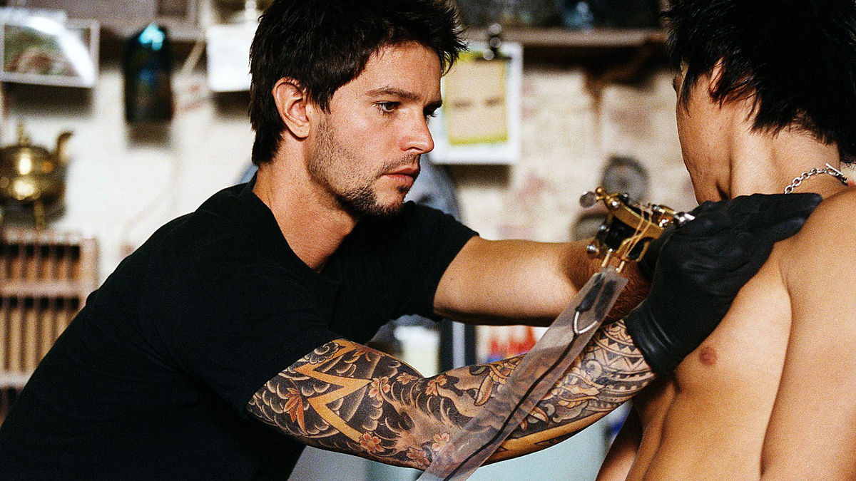 Jason Behr at work in The Tattooist (2007)