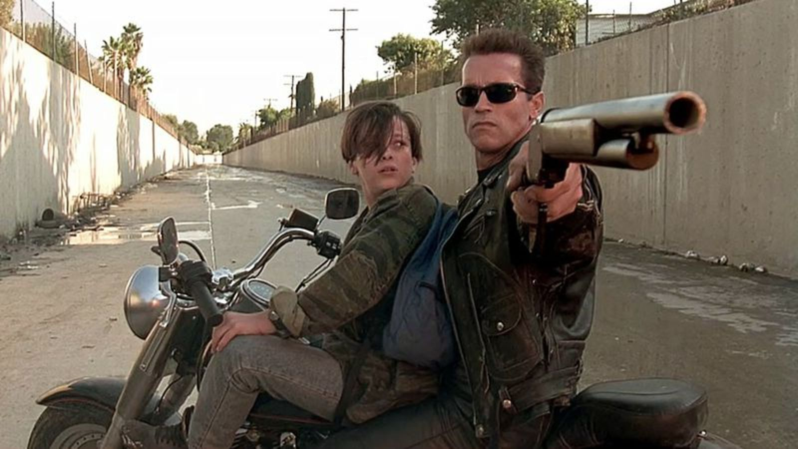 Arnold Schwarzenegger, Edward Furlong in Terminator 2 Judgment Day (1991)