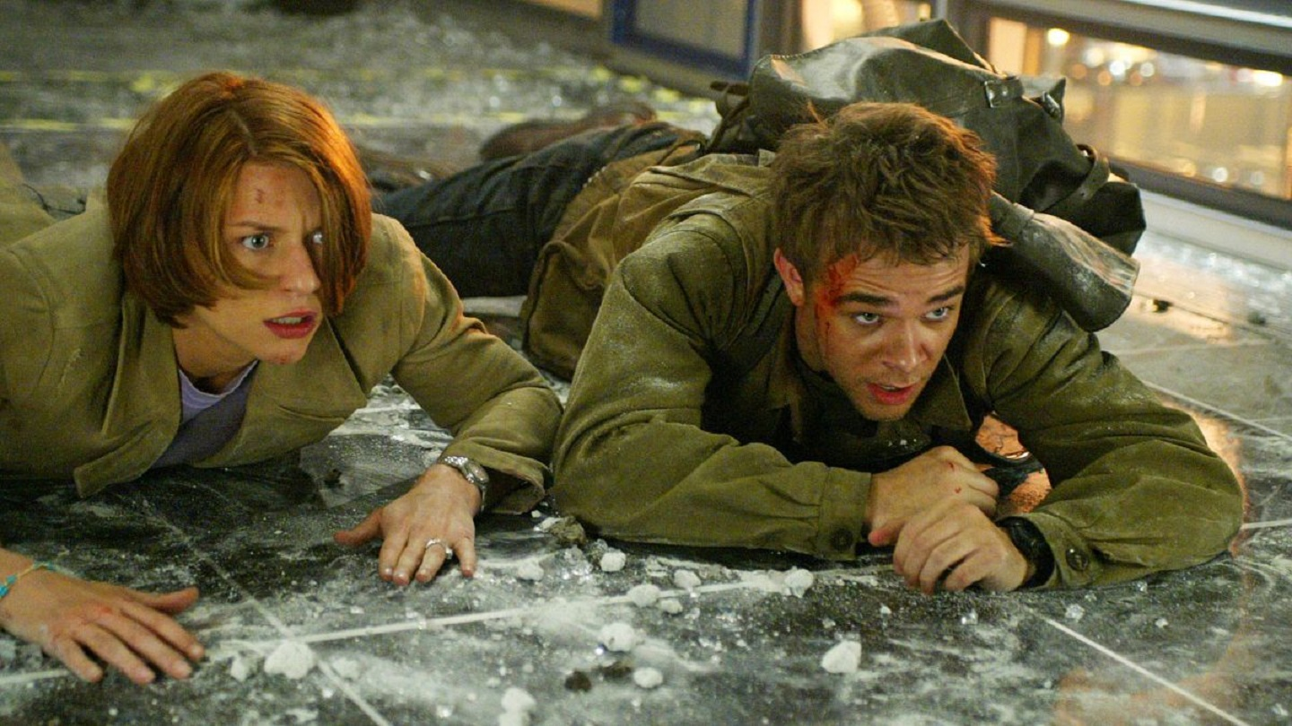 John Connor (Nick Stahl) and Kate Brewster (Claire Danes) in Terminator 3: Rise of the Machines (2003)