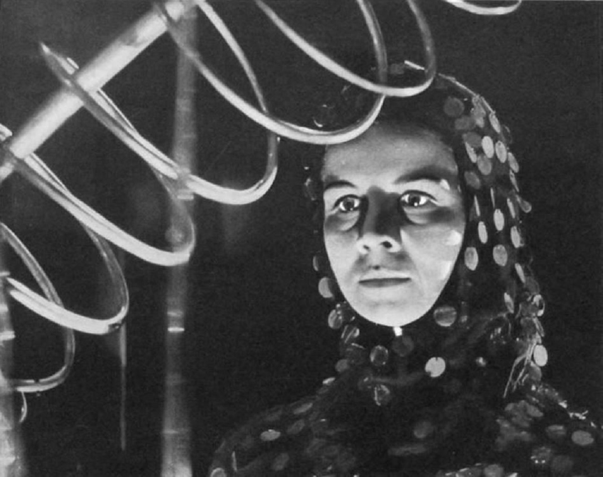Salome Jens as the visitor from the future in Terror from the Year 5000 (1958)