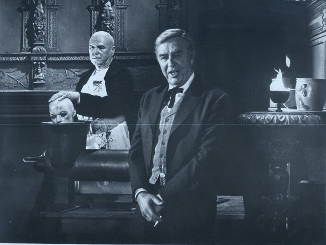 Harry Flexner (Ray Milland) in Terror in the Wax Museum (1973)