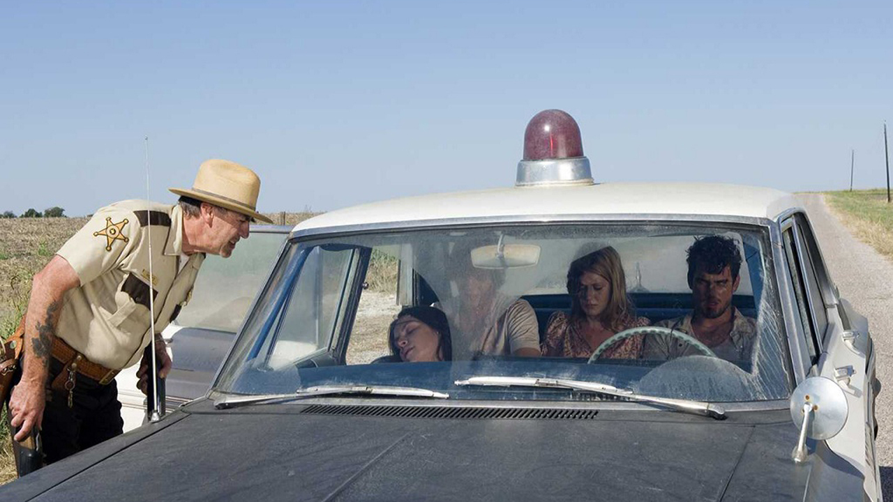 Sheriff Hoyt (R.Lee Ermey) pulls over a car of teens - (l to r) Jordana Brewster, Taylor Handley, Diora Baird and Matt Bomer in The Texas Chainsaw Massacre: The Beginning (2006)