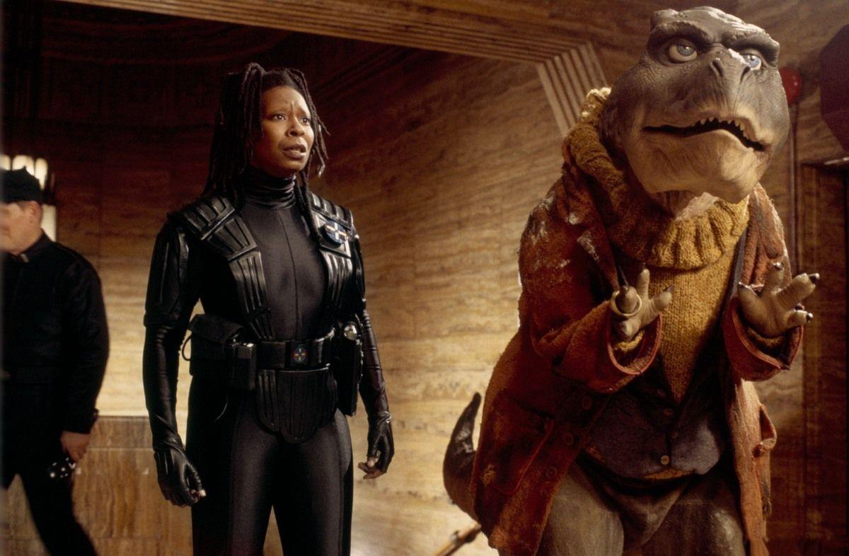 Detective Whoopi Goldberg and her dinosaur partner Theodore Rex (1995)