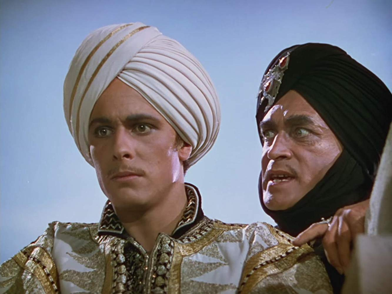 (l to r) Prince Ahmed (John Justin) and the evil Grand Vizier Jaffar (Conrad Veidt) in The Thief of Bagdad (1940)