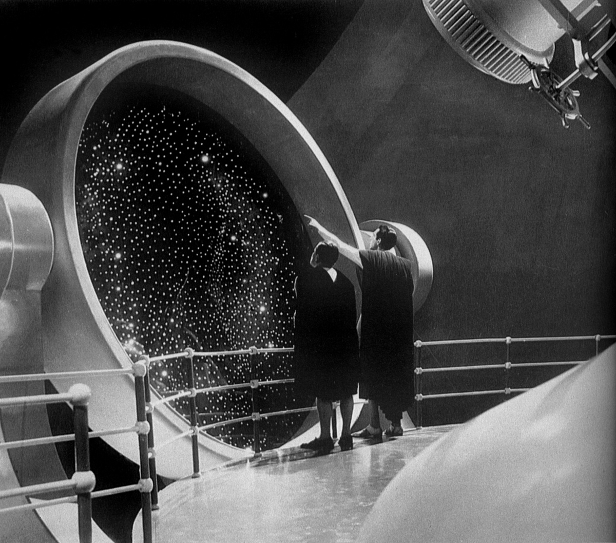 """(l to r) Edward Chapman and Raymond Massey - """"All the universe or nothingness? Which shall it be, Passworthy, which shall it be?""""- one of science-fiction's great soliloquies in Things to Come (1936)"""