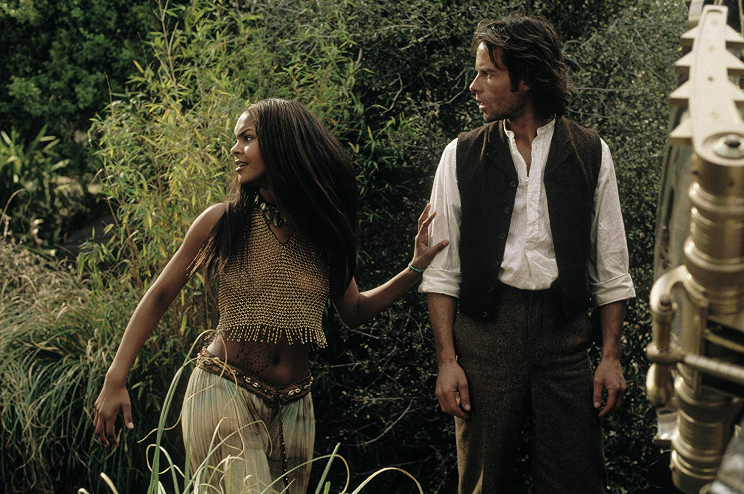 Dr Alexander Hartdegen (Guy Pearce) with Weena (Samantha Mumba) in The Time Machine (2002)