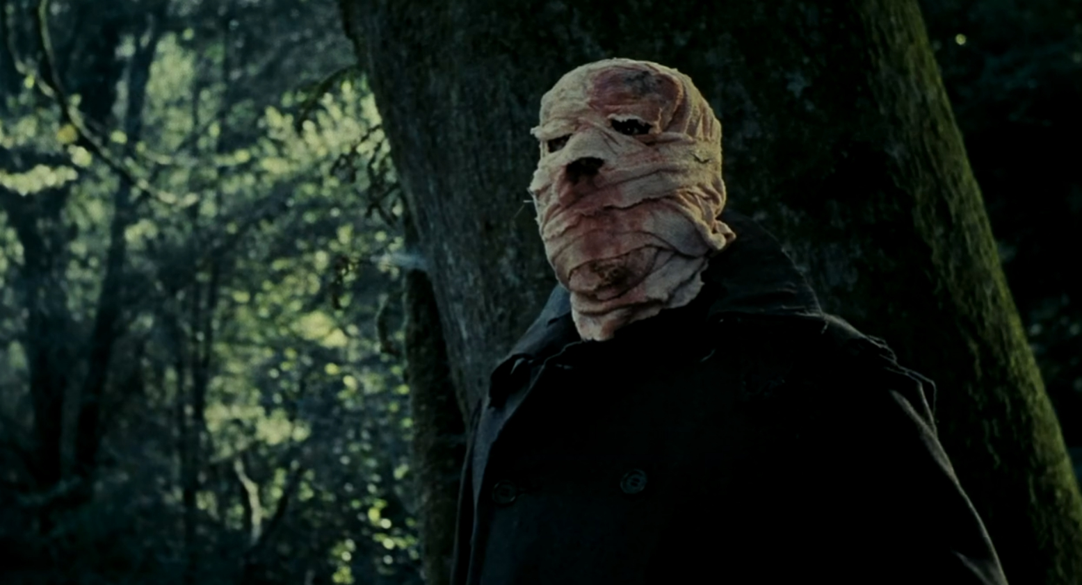The sinister bandaged figure in Timecrimes (2007)