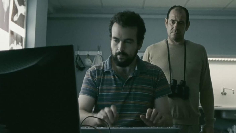 Nacho Vigalondo as The Scientist, Karra Elejalde as Hector in Timecrimes (2007)